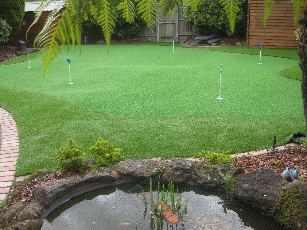 Synthetic Putting Greens For Home Or Office Using